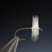 Tying-a-traditional-dry-fly-hackle-with-Barry-Ord-Clarke