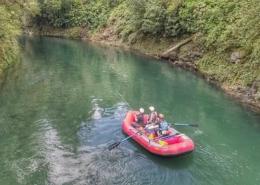 Raft-Fishing-Epic-New-Zealand-River-Tongariro