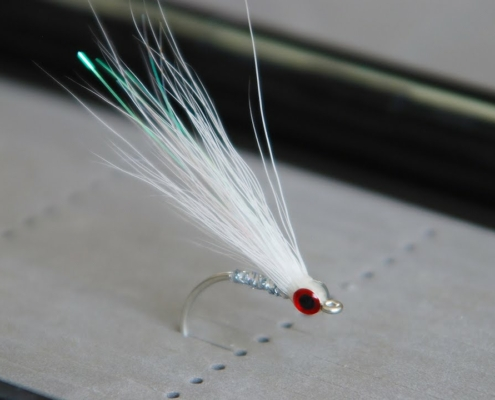 Bucktail-Glass-Minnow-UNDERWATER-Footage-Saltwater-and-Freshwater-Streamer-Fly