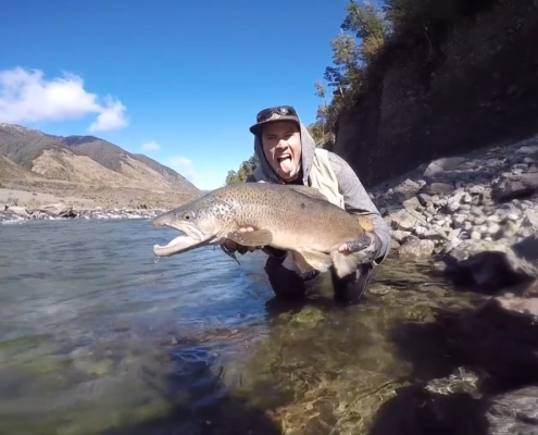 New-Zealand-Fly-Fishing-Traveltruly-Presents-A-Trophy-Opening