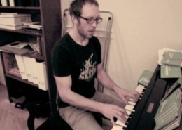 Fredrik-shows-how-to-sing-a-very-low-note